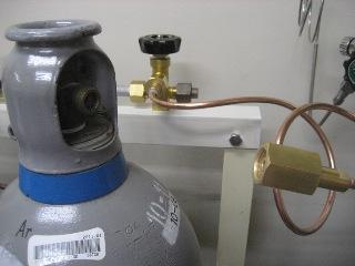 高圧ガスボンベの接続