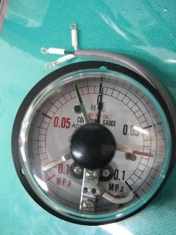 接点付圧力計1.jpg