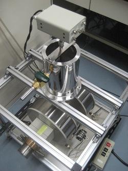 強磁場実験用クライオスタット