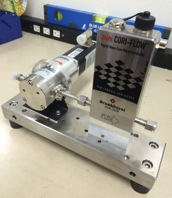 コーティング装置用 送液ポンプ+マスフロー流量制御システム