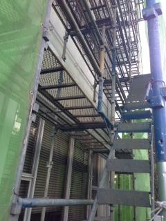 ガス配管工事の高所作業
