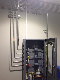 ガス配管工事と表示器付きMFC / MFM