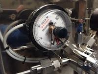 コンタクト下限接点付き圧力計