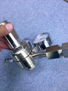 二段減圧調整器