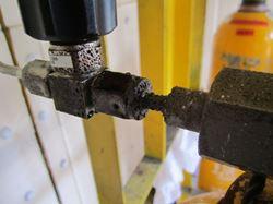 腐食性ガスによる連結管、ボンベ接続部の腐食