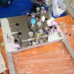 ボンベマニホールド 高圧ガスボンベ半自動切替器の施行