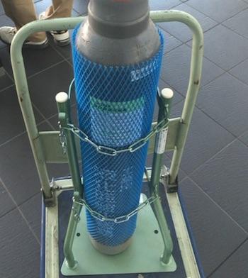 亜酸化窒素のガスボンベを実験用で・・・