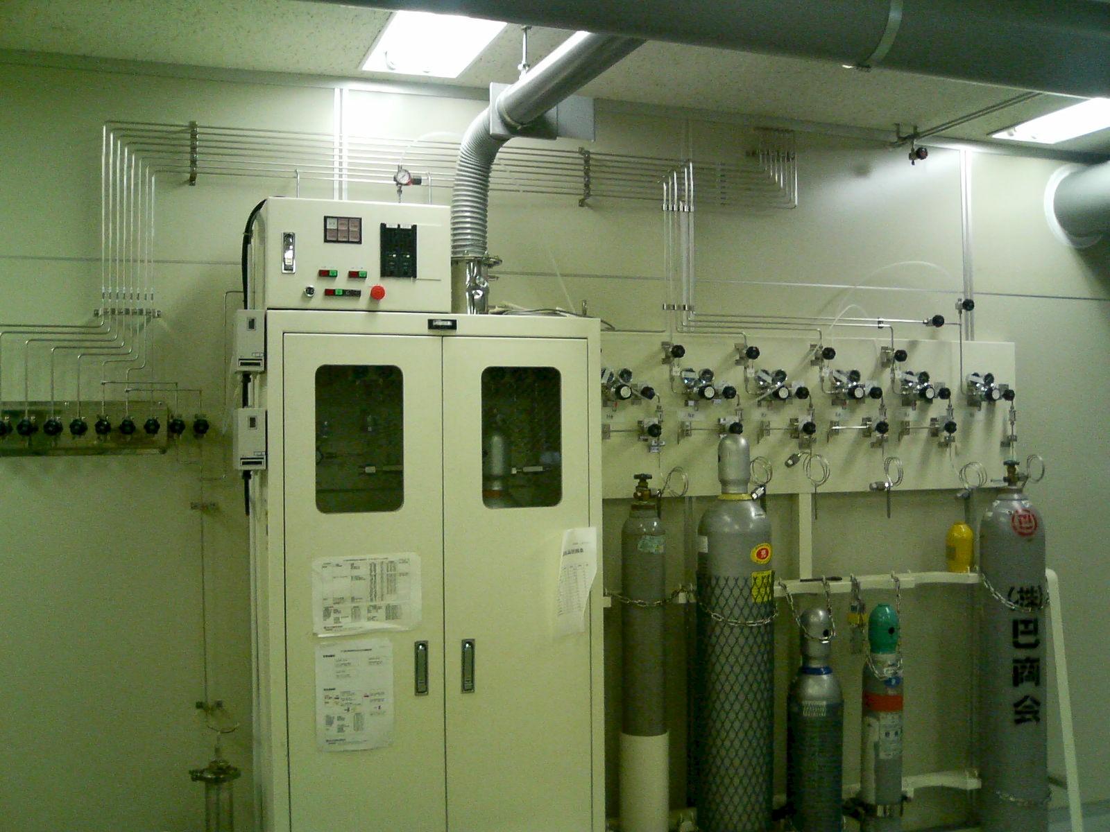 エキシマレーザー ガス・ダクト配管工事