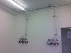 分析用高純度ガス配管工事